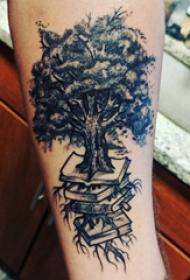 手部树木纹身 男生手臂上书籍和大树纹身图片