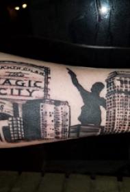 修建物纹身  女内行臂上修建物和人物纹身图片