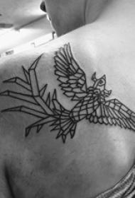 几何动物纹身 男生后背上黑色的凤凰纹身图片