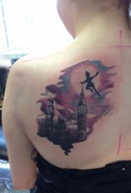 女生后背纹身图 女生后背上小精灵和修建物纹身图片