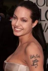 安吉丽娜朱莉的纹身  安吉丽娜朱莉手臂上黑色的英文纹身图片