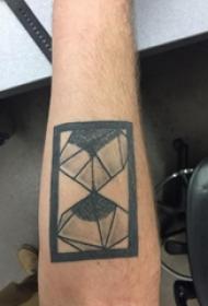 紋身沙漏 男生手臂上創意的沙漏紋身圖片