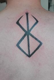 线条纹身小图  男生后背上黑色的线条纹身图片