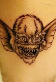 纹身卡通人物  男生小腿上黑灰的卡通人物纹身图片