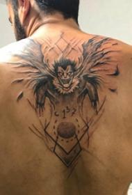 地狱纹身电影 男生后背上黑色的死神纹身图片