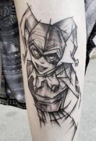 简易纹身素描 女生小腿上黑色的小丑女纹身图片