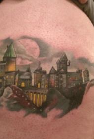大腿纹身男 男生大腿上彩色的城市建筑物纹身图片