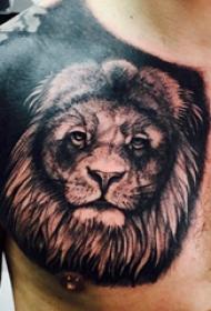 纹身胸部男 男生胸部黑色霸气的狮子纹身图片