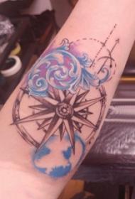 紋身浪花  女生手臂上小清新的浪花紋身圖片
