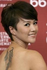 中国纹身明星 谭维维后背上黑色的翅膀纹身图片