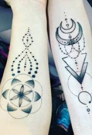 纹身点刺技巧 情侣手臂上黑色的创意纹身图片
