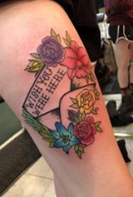 花朵和英文纹身图案  女生大腿上花朵和英文纹身图片