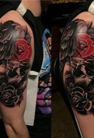 骷髅和花朵纹身图案  男生大臂上骷髅和花朵纹身图片