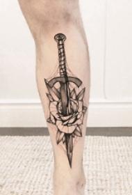 小腿对称纹身 男生小腿上玫瑰和匕首纹身图片