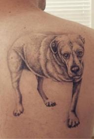 小狗纹身图片  男生后背上黑灰的小狗纹身图片