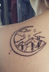 极简线条纹身 女生后背上月亮和山脉纹身图片
