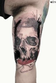 骷髅纹身花臂 男生大臂上抽象的骷髅纹身图片