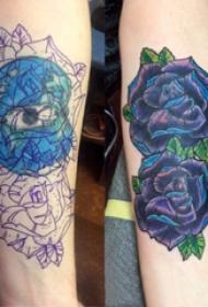 纹身图案花朵 女生手臂上彩色渐变纹身玫瑰纹身图片