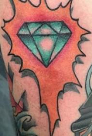 纹身钻石  男生手臂上彩绘的钻石纹身图片