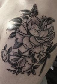 花卉纹身花臂 男生手臂上黑色的花朵纹身图片
