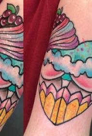 心形纹身图片  女生手臂上渐变的心形纹身图片