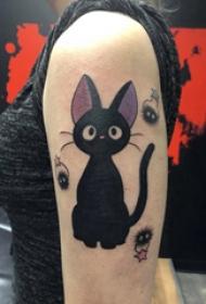 大臂纹身图 女生大臂上可爱的猫咪纹身图片