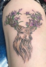 文艺鹿纹身 女生大腿上花朵和鹿纹身图片