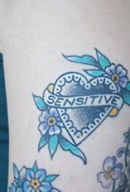 心形纹身图片 女生大臂上花朵和心形纹身图片