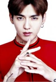 吴亦凡纹身图案  明星手上黑色的极简小图案纹身图片