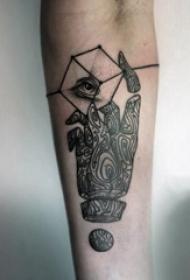 纹身手指  女生手臂上手指和几何纹身图片
