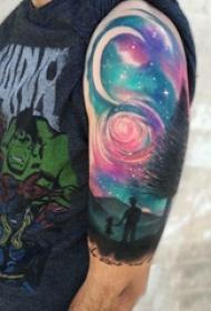 原宿星空纹身  男生大臂上原宿星空和风景纹身图片