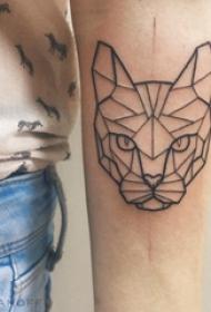 几何动物纹身 男生手臂上黑色的豹子纹身图片