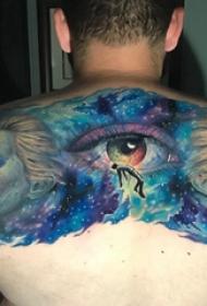 原宿星空纹身  男生后背上彩绘的原宿星空纹身图片
