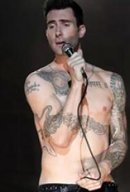 美国纹身明星  Adam Levine身上黑