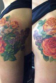玫瑰纹身图 女生肩部彩绘的玫瑰纹身图片