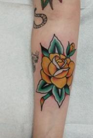 纹身图案花朵  女生手臂上彩绘的清新纹身图片