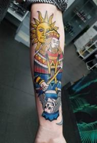撲克牌紋身 女生手臂上太陽和撲克牌紋身圖片