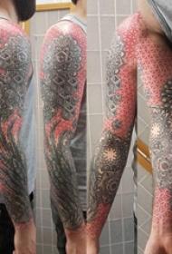 几何花臂纹身图案  男内行臂上彩绘几何花臂纹身图片