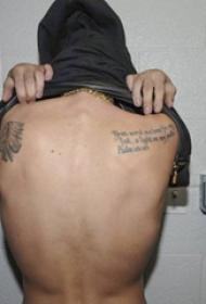 国际纹身明星 贾斯丁比伯后背上印第安人和英文纹身图片