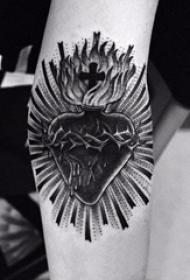 心脏纹身 多款黑灰纹身点刺技巧心脏纹身图案