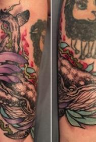 百乐植物纹身 男内行臂上黑色的鲸鱼纹身图片