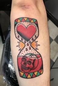 时间沙漏纹身 男生手臂上骷髅和沙漏纹身图片