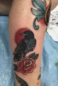 纹身图案花朵  女生小腿上鸟和花朵纹身图片