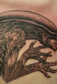 骨头纹身图片  男生胸部恐怖的骨头纹身图片