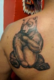 胖熊紋身 男生后背上黑色的熊紋身圖片