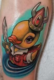 纹身卡通 女生小腿上彩色的橡皮鸭纹身图片