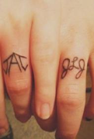 情侣小清新纹身  情侣手指上极简的线条纹身图片
