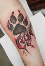 猫爪纹身  男生手臂上彩绘的猫爪纹身图片