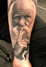 人物肖像纹身  男生小臂上超写实的人物肖像纹身图片