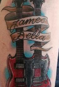 大臂纹身图 男生大臂上英文和吉他纹身图片